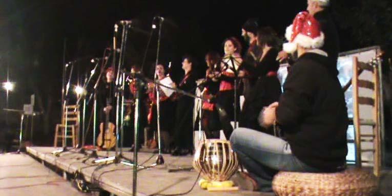 Η γιορτή των Χριστουγέννων. Η ομάδα Doon και χορός παρουσιάζει ένα μουσικό - θεατρικό δρώμενο.