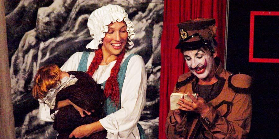 Θεατρικές παραστάσεις ανεβαίνουν στο κάστρο, στις πλατείες αλλά και στο προαύλιο του Δημαρχείου.