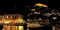 Νύχτα στο λιμάνι. Εκτός από εκπληκτικό φαγητό προσφέρει και υπέροχες εικόνες.