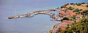 Το λιμάνι όπως φαίνεται από τον οικισμό